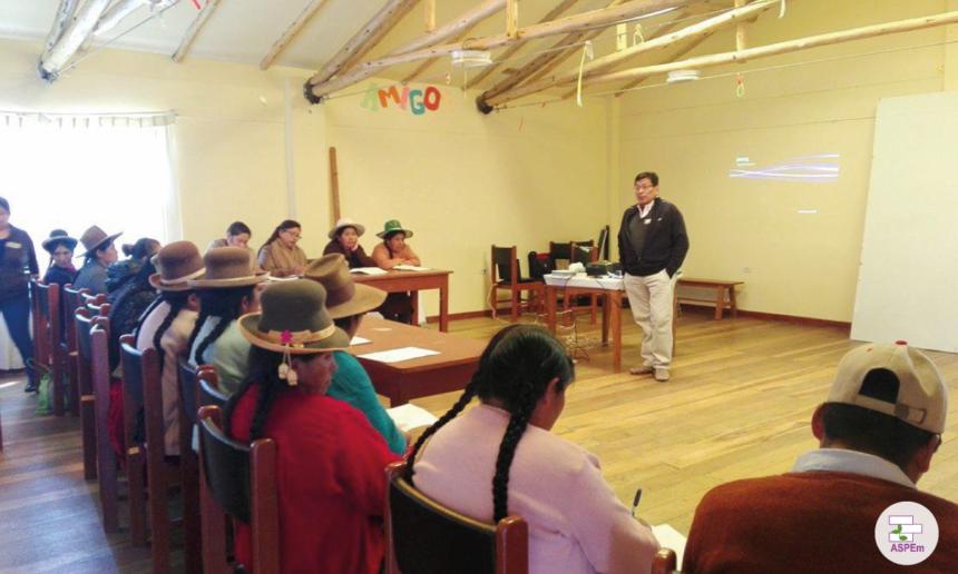 Mujeres artesanas y municipalidad de Canchis inician la construcción de un plan de desarrollo económico conjunto para el sector textil de la provincia
