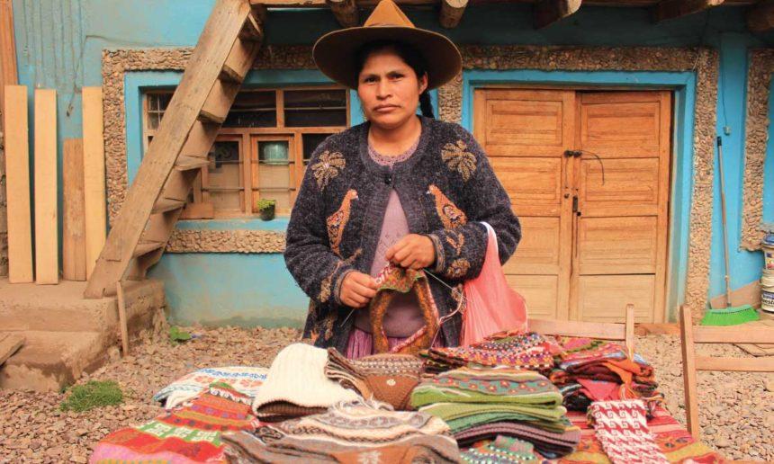 Más del 57% de las artesanas de la provincia de Canchis gana menos del salario mínimo mensual a lo largo del año