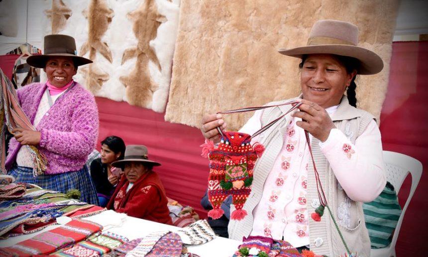 700 artesanas de Lima y Cusco están dejando atrás la pobreza y conquistan nuevos mercados con su arte